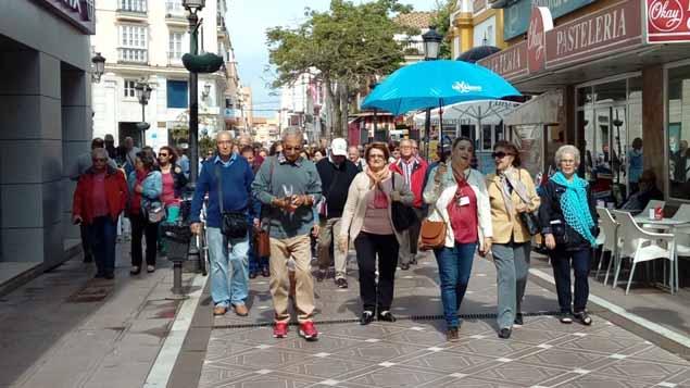 Turistas onubenses en La Línea / Foto AP