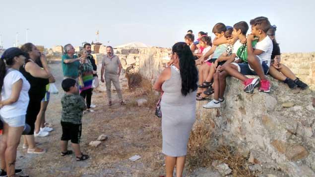 Nakera Romí visita el Fuerte de Santa Bárbara